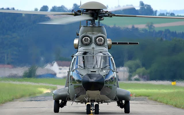 Eurocopter AS332 L1 Super Puma Photo 4
