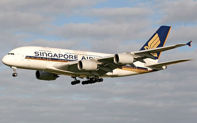 Airbus A380 800 Photo 1