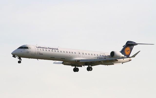 Bombardier CRJ 900 Pic 1