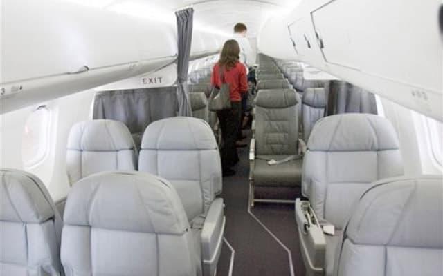 Bombardier CRJ 900 Pic 2