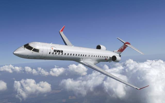 Bombardier CRJ 900 Pic 3