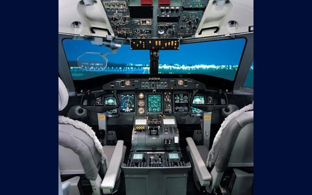 Bombardier Q300 Pic 2