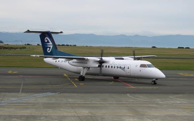 Bombardier Q300 Pic 4