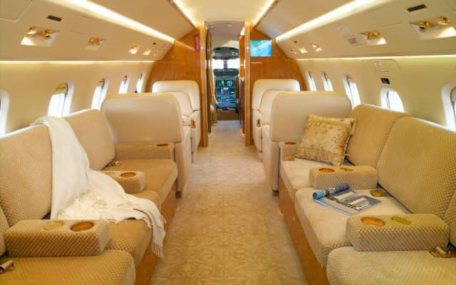 Bombardier Challenger 605 Pic 2