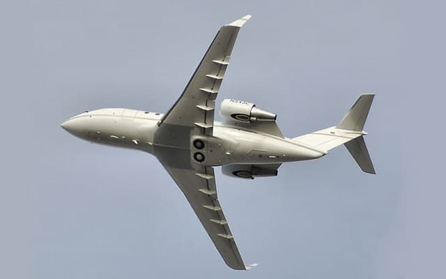 Bombardier Challenger 605 Pic 3